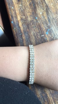 white and silver beaded bracelet London, N5Y 3H1