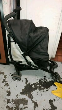 Small travel Stroller. Great for airport or the Ma Montréal, H3B 3H5