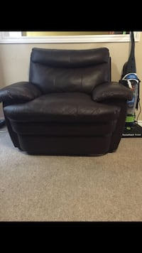 Brown leather chair  Barrie, L4M