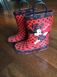 Minnie rain boots size 8 toddler  773 km