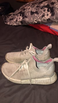 Pair of white-and-pink sneakers Barrie, L4M 4L6