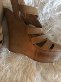 pair of brown leather open-toe sandals Modesto, 95351