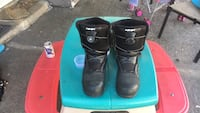 pair of black leather boots Surrey, V3W 6N1