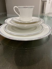 Brand New Simplicity Plate set (8 sets) Mississauga