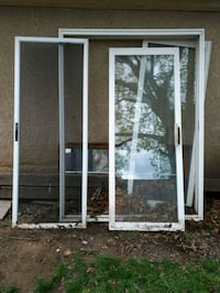 Sliding glass doors with screen insert St. Catharines, L2R 6C5