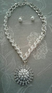 white and silver necklace with pearl pendant and pearl earrings San Luis, 85349
