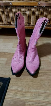 pair of pink leather cowboy boots North Branch, 48461