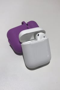 AirPod case with one headphone Not Negotiable Oxon Hill, 20745