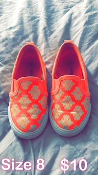 pair of red-and-white slip on shoes Glendale Heights, 60139
