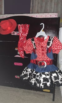 2T Cowgirl outfit w/ hat and scarf. Worn once Kitchener, N2R 0A6