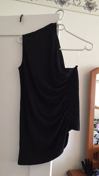 black off the one shoulder top from Jacob Size med. never worn Coquitlam, V3J 4S9
