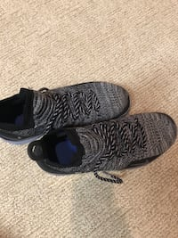 unpaired black and white Adidas Yeezy Boost 350 North Palm Beach, 33408