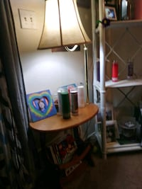 ENDTABLE WITH LAMP AND MAGAZINE RACK
