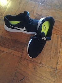 pair of black Nike low-top sneakers Springfield, 22150