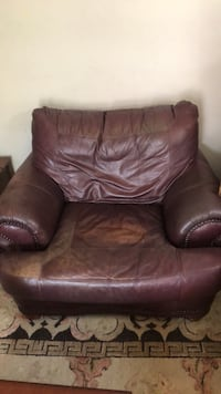comfy leather chair with ottoman Arlington, 22204