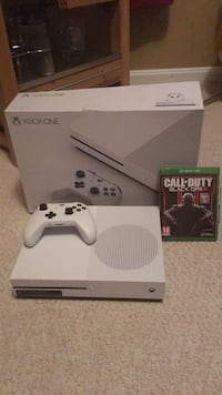 White xbox one console with controller and game case Fairfax, 22031