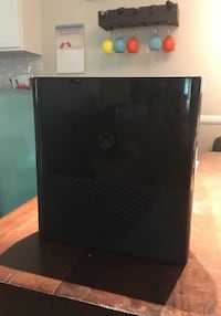 Black Xbox 360 w/ Cords and Controller Greenville, 29611
