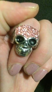 Silver skull ring with pink ice gems size 6 to 6 1/2 Indianapolis, 46227