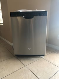 GE Stainless Steel Built-In Front Control Diswasher in Excellent Condition with No Dents Basically Brand New!!! Kissimmee, 34746