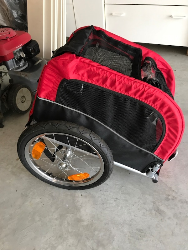 Pet Black and red bicycle trailer