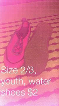 pair of size 2/3 pink water shoes 1170 km