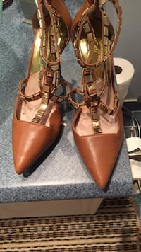pair of brown leather pointed-toe heels Brampton, L6V 4E7