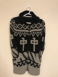 black and white scoop neck sweater Toronto, M6K 0A4
