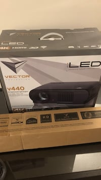 Vector Projector V440 with V72 screen Burnaby, V5H 2Y7