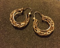 14 k gold earrings Los Angeles, 91303