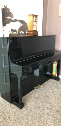 Layton black piano with bench Eagle, 83616
