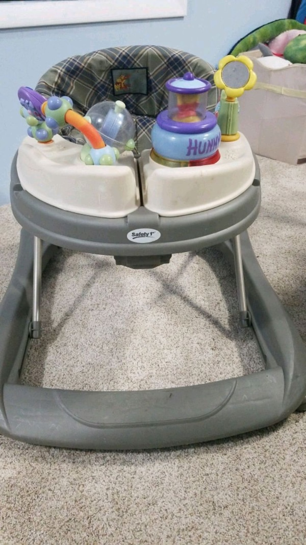 Baby activity center and walker 7ace9f07-61d7-4ee2-b9f4-2c95480e003a