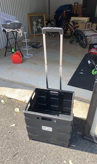 Foldable crate with handle five dollars Baltimore, 21206
