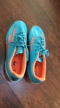 Peach and blue soccer shoes 8 1/2 Poulsbo, 98370