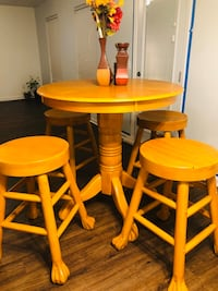 5 piece tall dining set round table and 4 compatible stools
