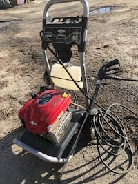 Power Washer Briggs & Stratton 675 engine series 2550 max psi, $250 Vancouver, V5R 2C2