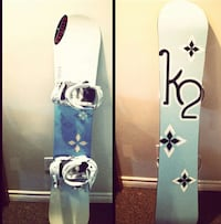 blue and white snowboard