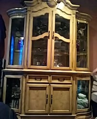China cabinet and table and 6 chairs 1698 mi
