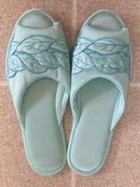NEW Slippers size 8/9