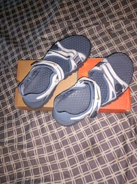 Women's Nike hiking sandals, 6Y womens 7. West Des Moines, 50266