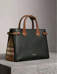 Brand new Burberry hang bag  Calgary, T3J 3J3