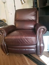 real leather recliner, near perfect condition. Arlington, 22204