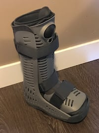 Full size air cast size small excellent condition Coquitlam, V3B 6L2