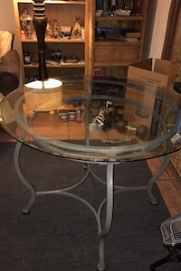 Table glass table 42 inches (glass)