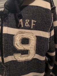 Med Abercrombie &Fitch sweater with hood front zipper  Toronto