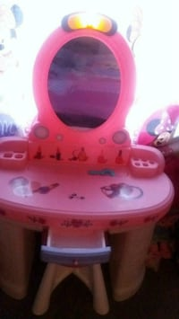 pink and white vanity table 70 km
