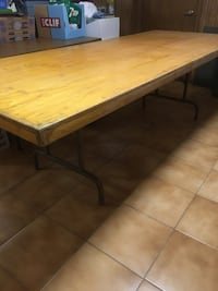 Table with folding legs Vaughan, L4K 3J3