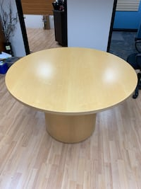 Round table/desk