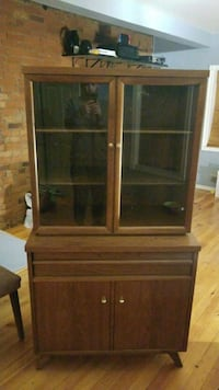 Solid wood table, buffet and hutch! 509 km