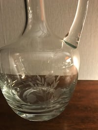 Crystal Decanter with 6 matching petite wine glasses Leonardsville
