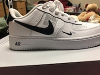 unpaired white Nike Air Force 1 Low-top shoe Austin, 78701